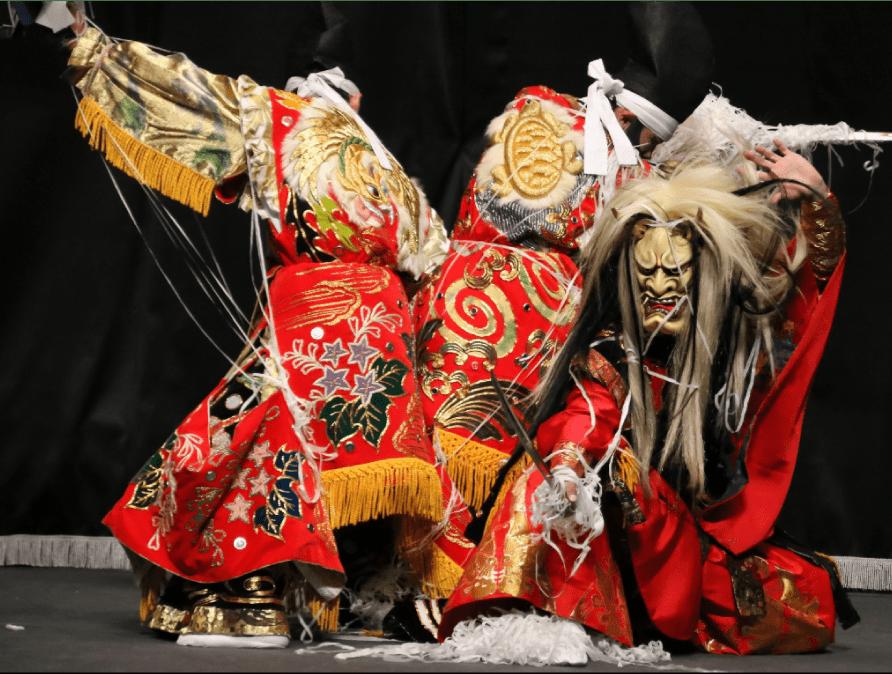 伝統の神事舞踊、神楽