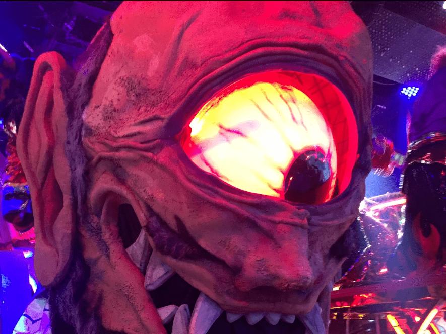 ロボットレストランの妖怪ロボットが登場!